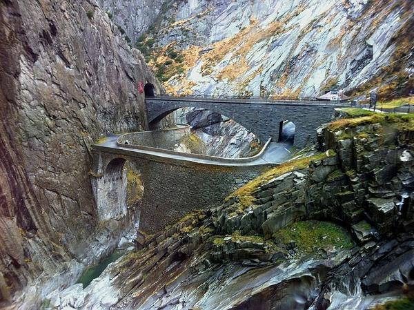 800px-Teufelsbrücke