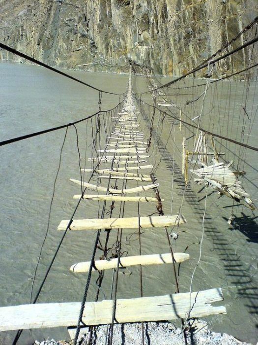 Puente-colgante-de-Hussaini-Pakistan-2-525x700