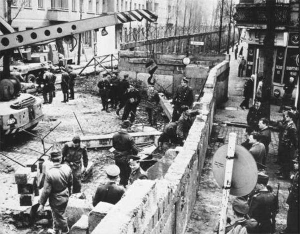 berlin-wall-construction_5