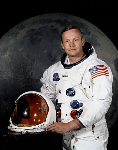 377px-Neil_Armstrong_pose
