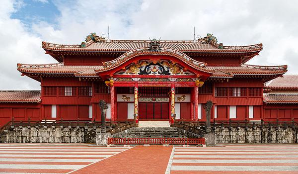 Naha_Okinawa_Japan_Shuri-Castle-01
