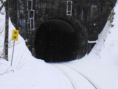 640px-Jōmon_tunnel02
