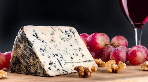 8a-stilton-cheese-855363738
