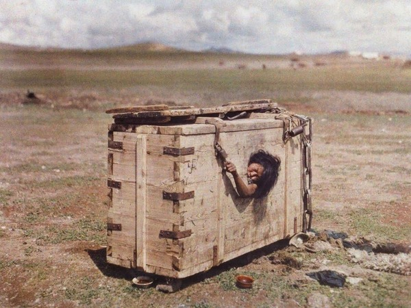 Mongolian_woman_condemned_to_die_of_starvation