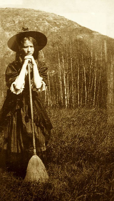 Real-witch-photo-vintage-5