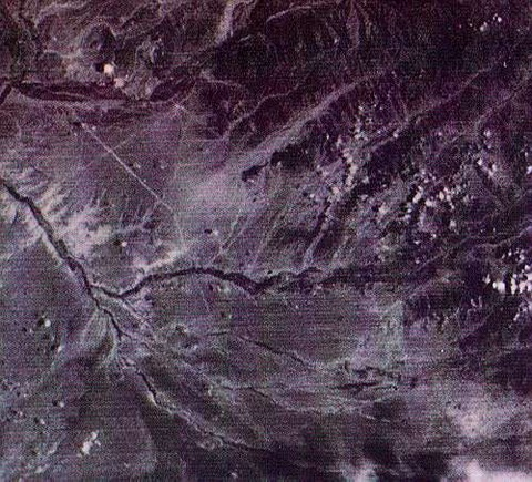 ナスカ平原の超巨大矢印1