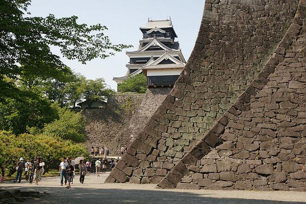 800px-Kumamoto_Castle_02n3200