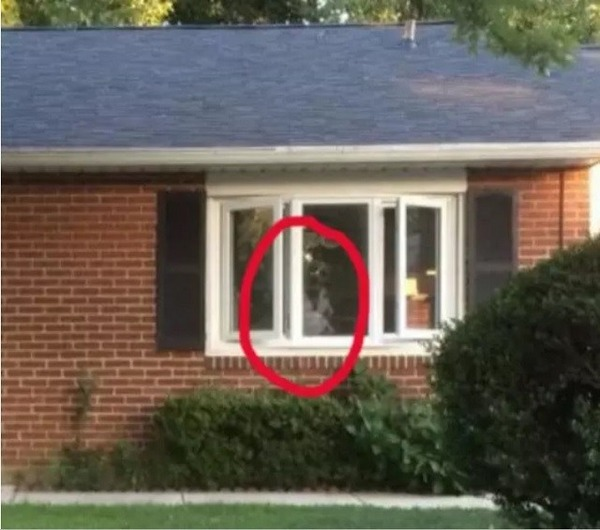 Creepy-ghost-in-the-window