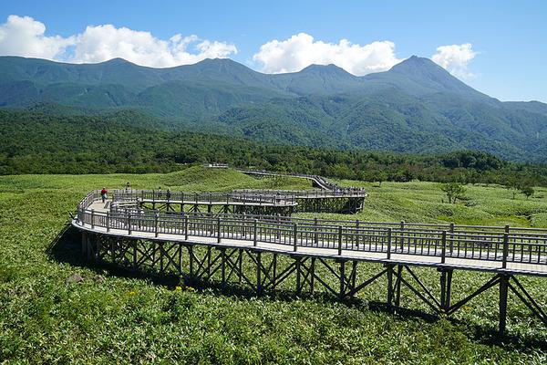 800px-140829_At_Shiretoko_Goko_Lakes_Hokkaido_Japan09s3