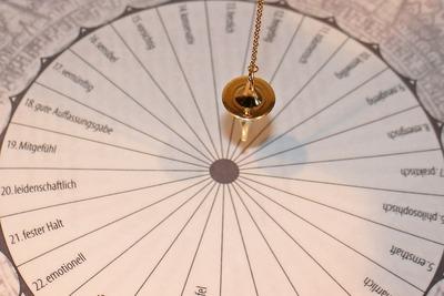 pendulum-242746_1920