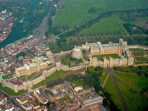 800px-Windsor_Castle_from_the_air