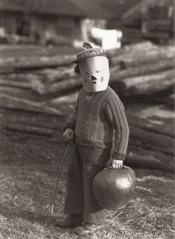 scary-vintage-halloween-creepy-costumes-43-57f6615593cba__605