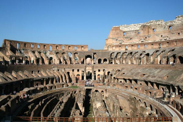 1920px-0_Colosseum_-_Rome_111001_(2)