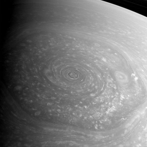600px-Saturn_north_polar_hexagon_2012-11-27