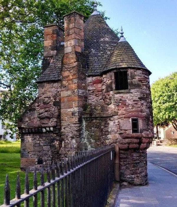 mary-queen-of-scots-had-a-house-sized-bathroom-photo-u2
