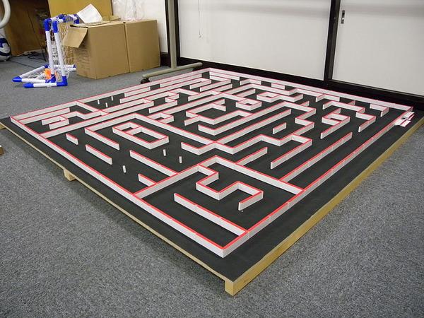 800px-Micromouse_maze