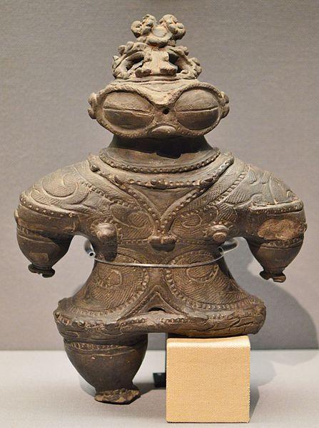 447px-青森県つがる市木造亀ヶ岡出土_遮光器土偶