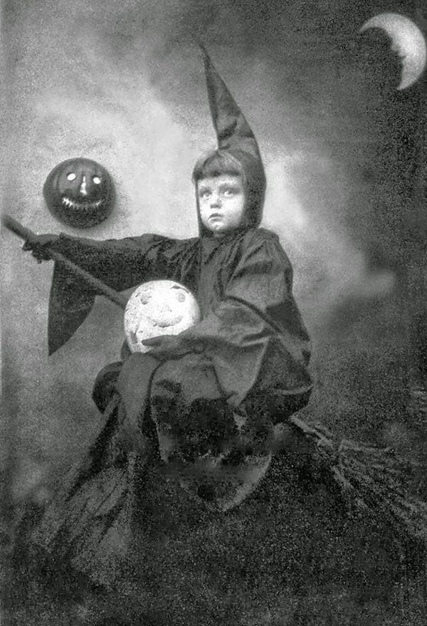 scary-vintage-halloween-creepy-costumes-15-57f6495347f9c__605