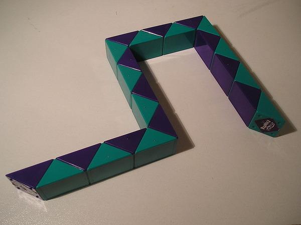 800px-Rubik's_Snake
