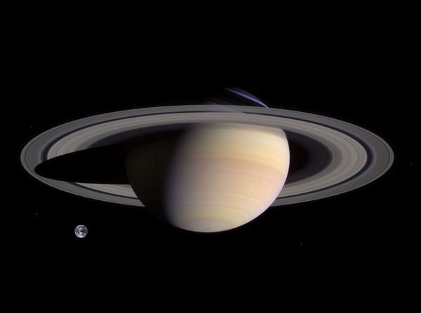 Saturn_Earth_Comparison