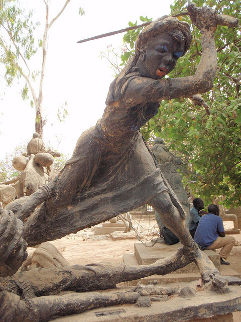 queen-amina-sculpture