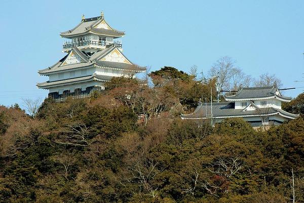 800px-Gifu_Castle