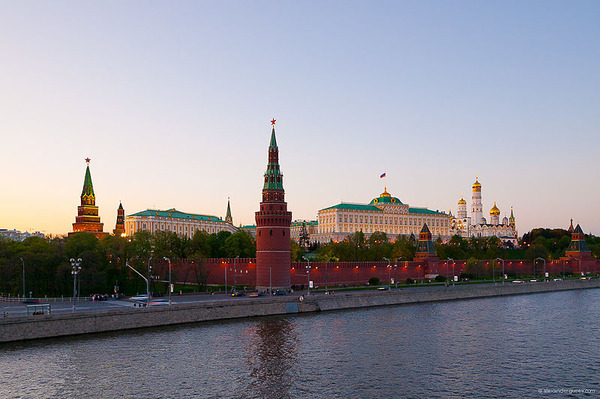 800px-Kremlin_from_Bolshoy_kamenny_bridge