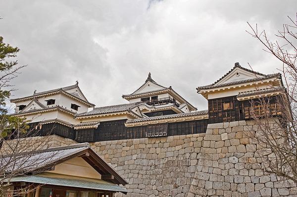 800px-Matsuyama_Castle_Main