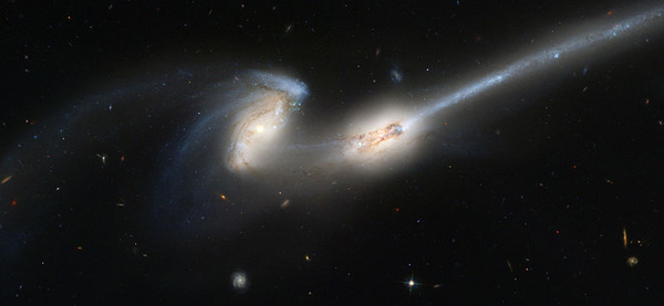 800px-NGC4676