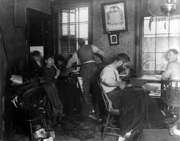 Sweatshop_in_Ludlow_Street_Tenement,_New_York_cph.3a24271