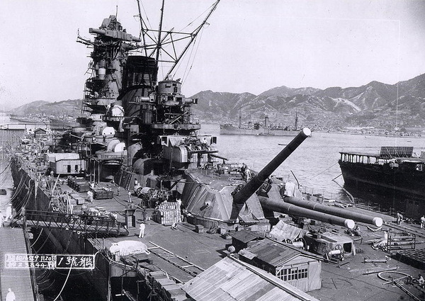Yamato_battleship_under_construction