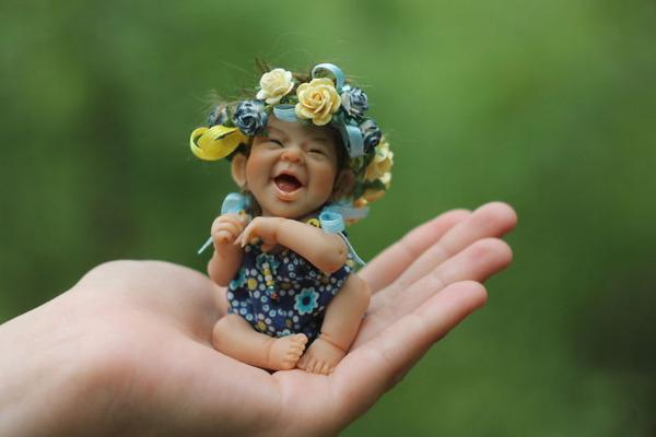 これは魂入ってますわ…。怖いほどリアルな赤ちゃんがママを募集中!