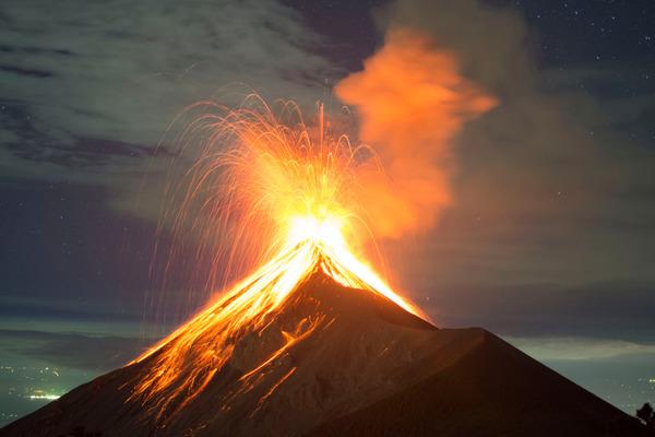 動画見て思ったんだが、火山の噴火ってどういう力が溶けた岩石を噴き上げてるの?