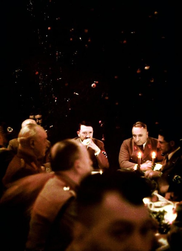 Inside a Nazi Christmas party hosted by Adolf Hitler, 1941 (1)