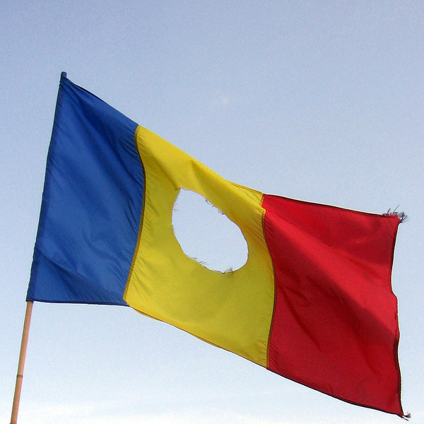 800px-RomanianFlag-withHole