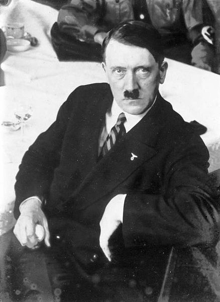 438px-Bundesarchiv_Bild_102-12922,_Adolf_Hitler
