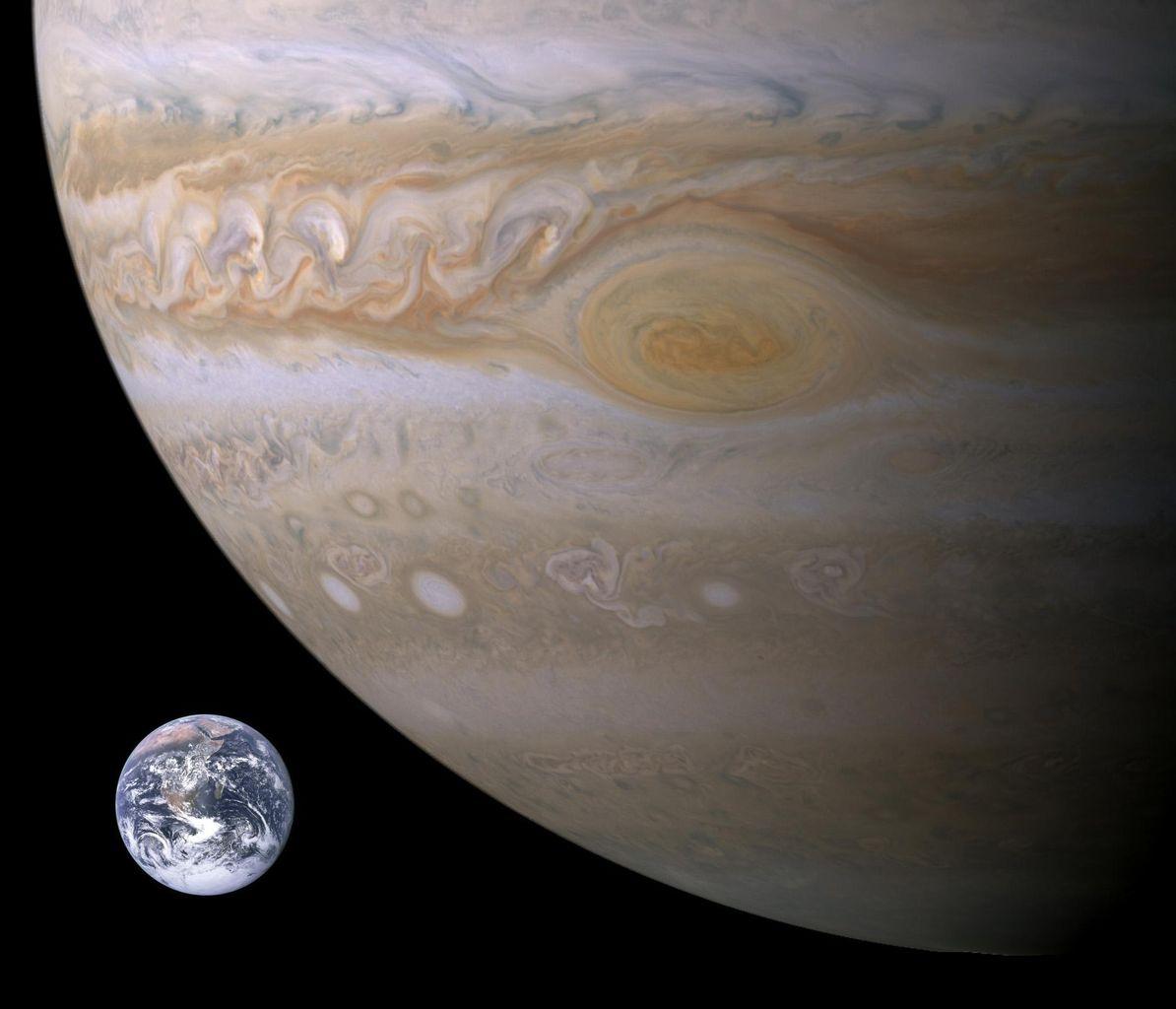 木星怖すぎワロタwwww真ん中の黒いのってなんなの?