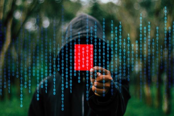 hacker-1872291_1280