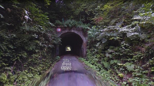 牛首トンネル