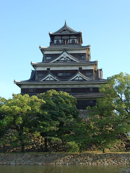 Hiroshima-castle-daihonei
