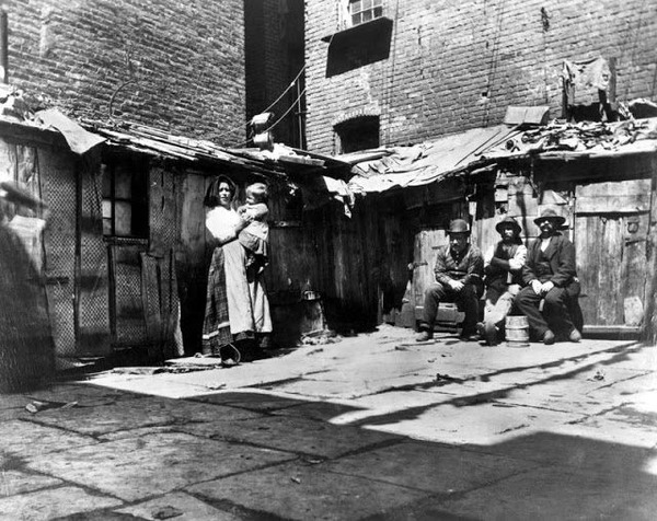 slum-district-new-york-circa-1890-640x508