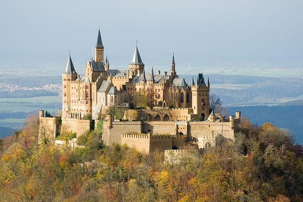 800px-Burg_Hohenzollern_ak
