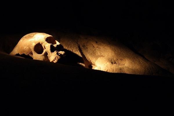 【生贄の魂が漂うマヤの鍾乳洞】 マヤ文明期のガイコツや生活用品がそのまま