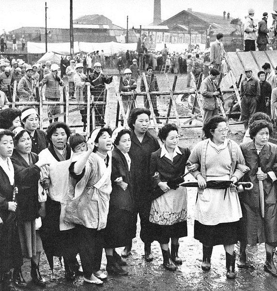 572px-1959–60_Mitsui-Miike_Labor_Dispute_01