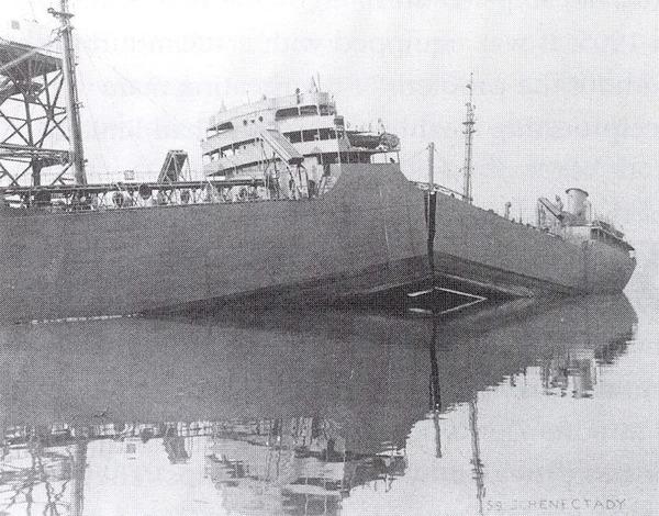 765px-TankerSchenectady