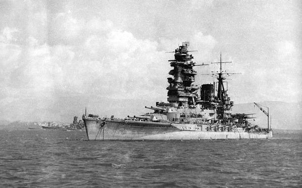 800px-Japanese_Battleship_Nagato_1944