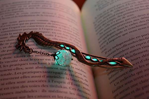 glow-in-the-dark-bookmarks-manon-richard-7