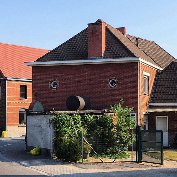 ugly-belgian-houses-28-5cab0a4a899f8__700