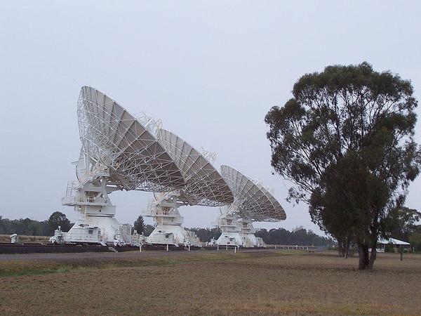 800px-Australia_Telescope_Compact_Array
