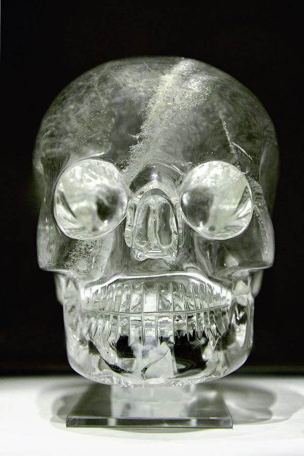800px-Crystal_skull_british_museum_random9834672
